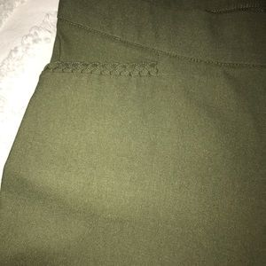 Pants - 🌸 NWT Olive Pencil Pant🌸